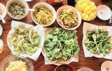天ぷらにした食卓の写真
